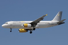 EC-LQN (LIAM J McMANUS - Manchester Airport Photostream) Tags: eclqn vuelingairlines vueling vuelingcom vy vlg airbus a320 320 airbusa320 manchester man egcc