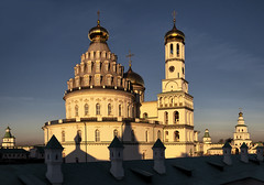 Sunset at the New Jerusalem Monastery (Lyutik966) Tags: sunset monastery newjerusalem istra russia architecture building cathedral belltower religion orthodoxywall roof dome cross window complex church coth5 atardeceryamanercer
