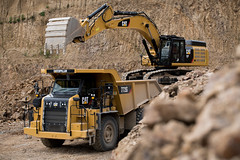 Duo CAT 352F & 772G (Xnoszam) Tags: cat caterpillar machine carrière 352f 772g pelle camion dumper excavator ripper