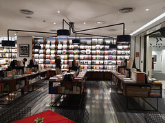 2019-09-FL-221980 (acme london) Tags: beijing bookstore bookmatchedmarble bookmatchedstone china interior luxury mall retail skpmall sybarite
