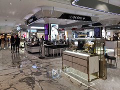 2019-09-FL-221818 (acme london) Tags: beijing bookmatchedmarble bookmatchedstone china cosmetics flooring luxury mall marble mirrorpolishedstainlesssteel retail signageband skpmall stalls sybarite