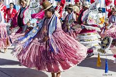 La vida en rosa (Gaby Fil Φ) Tags: perú puno surdelperú surdeltiticaca yunguyo provinciadeyunguyo sudamérica latinoamérica puertotapoje bailes fiestaspopulares celebraciones costumbres trajestípicos etnias colores