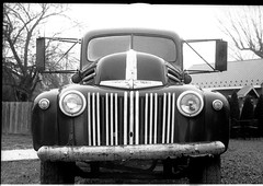 © 2019 Johnny Martyr 71279205_2366774056898413_1919253874779095040_o (Johnny Martyr) Tags: ford truck vintage antique historic car clasic bw blackandwhitefilm blackandwhite leica leitz barnack ltm screwmount m39 knobwind rangefinder 35mm 5cmf2summar 5cmsummar summar 50mmsummar gril grill headlights chrome luckettsstore oldluckettsstorevirginia virginia va film kodaktrix trix kodak hc110 kodakhc110 grain overcast vehicle utility