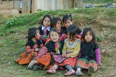 _J5K8855.0110.Tà Số.Mộc Châu.Sơn La (hoanglongphoto) Tags: asia asian vietnam northvietnam northwestvietnam life people girls dailylife hmongchildren hmonggirl spring lifeatvietnam childrenatvietnammountainous childrenatvietnam canon canoneos1dsmarkiii tâybắc sơnla mộcchâu tàsố cuộcsống conngười trẻem trẻemgái trẻemhmông trẻemgáihmông trẻemvùngcao trẻemviệtnam canonef70200mmf28lisusmlens tếtngườihmông happy vuivẻ smile cười happysmile cườivuivẻ laugh cute vietnamchildren northernvietnam playing mùaxuân candid candidphoto candidphotographys fashion authenticshooting authenticphoto hmongchildrenscostumes chụptựnhiên trangphụccủatrẻemhmông portraitofchildrenhmong chândungtrẻemhmông