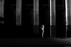 Street life - Chorzów 2018 (Tu i tam fotografia) Tags: linie lines architecture architektura urban urbanarchitecture światło light dark city miasto polska poland girl dziewczyna człowiek man woman kobieta street ulica streetphotography fotografiauliczna streetphoto candid outdoor blackandwhite noiretblanc enblancoynegro inbiancoenero bw monochrome czerń biel czerńibiel noir czarnobiałe blancoynegro biancoenero phone mobilephone cellphone telefon streetlife
