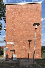 QWZ01044 (qwz) Tags: дессау баухаус dessau bauhaus architecture balcony redbrick