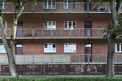 QWZ01031 (qwz) Tags: дессау баухаус dessau bauhaus architecture balcony redbrick