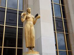 Paris - Trocadéro (EduOrtÍn.) Tags: paris francia trocadéro escultura estatua