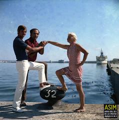 Grup al dic de l'oest (Arxiu del So i de la Imatge de Mallorca) Tags: majorca mallorca palma ports puertos harbors men hombres homes dones mujeres women