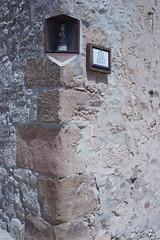 Virgen de la Esquina de la Azotea. (elojeador) Tags: virgen figura escultura plaza plazaazotea esquina piedra fachada cartel letrero medinaceli enunrinconcito elojeador