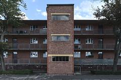 QWZ01032 (qwz) Tags: дессау баухаус dessau bauhaus architecture balcony redbrick