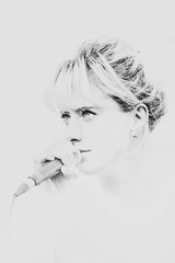 Une voix si claire (MEOT Youri) Tags: sing voice white black contrast portrait highkey