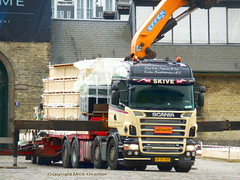 Scania R500 v8 VP91955 delivers floor of temporary building (sms88aec) Tags: scania r500 v8 vp91955 delivers floor temporary building