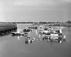 port de Trévignon - Finistère (JJ_REY) Tags: port bretagne brittany film bw 4x5 largeformat ilfordhp5plus rodinal toyofield 45a aposironarn rodenstock 150mmf56 trévignon france