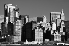 Diferentes alturas en B/N (ricardocarmonafdez) Tags: nyc newyork manhattan cityscape skyline rascacielos skyscrapers nikon d850 24120f4gvr monocromo monochrome bn bw blackandwhite sunlight
