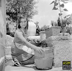 Sheila Jagan (Arxiu del So i de la Imatge de Mallorca) Tags: majorca mallorca dones mujeres women barrals garrafas carafes