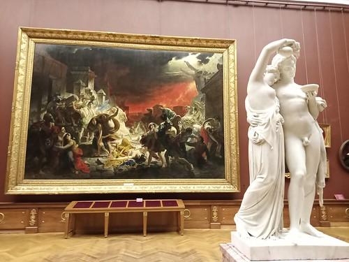 Al fondo el cuadro de Karl Briulov: 'El ultimo dia de Pompeya'; 1830-33. Museo Ruso.  San Petersburgo. Rusia