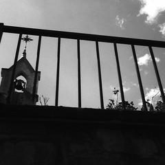 Église Sainte-Jeanne-d'Arc, Limoges. (matériel brouilleur) Tags: toycamera superheadz powershovel bnw eglise church iglesia saintejeannedarc jeannedarc limoges hautevienne nouvelleaquitaine