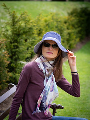 Mariëlle, Lincolnshire 2019: Holding her hat (mdiepraam) Tags: lincolnshire 2019 beltonhouse nationaltrust marielle portrait pretty gorgeous attractive mature fiftysomething brunette woman lady milf elegant classy scarf hat sunglasses