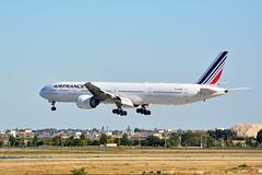 (ORY) AIRFRANCE Boeing 777-300 ER  F-GZND Landing runway 06 (dadie92) Tags: lfpo ory orly airfrance klm boeing b777 b777300er fgznd landing aircraft airplane runway06 spotting nikon d7100 sigma tamron 150500 danieldanel