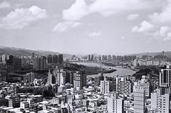 Cityscape. (蒼白的路易斯) Tags: 電影底片 kodakdoublex5222 yashicaelectro35gsn modern cityscape film 底片 底片攝影