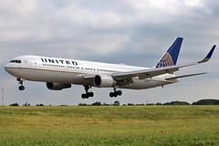 N643UA UNITED 767-322ER at KCLE (GeorgeM757) Tags: n643ua united 767322er boeing aircraft aviation airplane airport kcle georgem757 landing diversion canon70d widebody