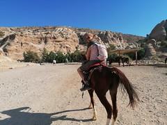 Ilze rijdt paard