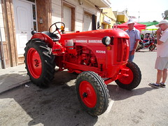 A tractor with character (stevenbrandist) Tags: tractor red spain espana hanomagbarreirosr335s road street sunny