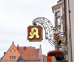 20190817-037 (sulamith.sallmann) Tags: handel zeichen apotheke cranachhaus deutschland europa lukascranachapotheke sachsenanhalt schild schlossstrase symbol wittenberg sulamithsallmann