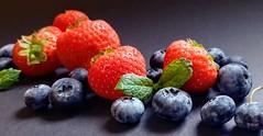 fruit ontbijt (ontbijtservice) Tags: aardbeien fruit ontbijt zwarte bessen ontbijtservice