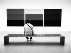 München Pinakothek der Moderne (Sandy...J) Tags: alone allein blackwhite bw bavarian monochrom man munich fotografie photography germany white münchen olympus sw schwarzweis kunst museum art
