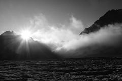 Zonsopkomst op de Glacier Blanc (Inklaar) Tags: zonsopkomst zonnestralen écrins gletsjer fujifilmx100f zon gletsjertocht bergen zwartwit inklaar:see=all 2019 alpen wolken alpi alps bw massifdesecrins pelvouxmassief x100f blackandwhite cloudrays clouds crepuscularrays ferner ghiacciaio glacier gletscher solarrays sun sunrays sunrise wolkenstralen zonsopgang écrinsmassief pelvoux provencealpescôtedazur frankrijk