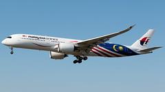 Malaysia Airlines (Negaraku) Airbus A350-941 9M-MAC (StephenG88) Tags: londonheathrowairport heathrow lhr egll 27r 27l 9r 9l boeing airbus august25th2019 25819 myrtleavenue renaissanceheathrow malaysiaairlines malaysian mh mas negaraku a350 a359 a350900 a350941 9mmac