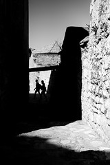 Words are very unnecessary (parenthesedemparenthese@yahoo.com) Tags: dem alley bn bauxdeprovence couple france monochrome nb noiretblanc provence shadows silhouettes stone street blackandwhite blancoynegro bnw byn cadredanslecadre canon600d ef24mmf28 frameinframe framing inbetwen ombres outdoor streetphotography summer wall été