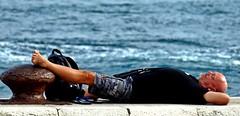 Horizontal (alfonsocarlospalencia) Tags: sueño descanso horizontal santander embarcadero noray robado muro mar bahía azul negro relajo paz mochila perilla tumbado marrón desconexión pendiente