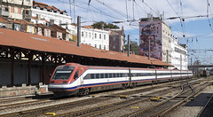 4005 Lisbon Santa Apolonia 10/09/2019 (Waddo's World of Railways) Tags: alfapendular alfa pendular lisbonsantaapolonia santaapolonia train highspeedtrain portugal lisbon rail railway cp