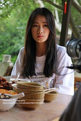 Qingyan, Chinese food influencer (blauepics) Tags: china guizhou province qingyan city stadt town old alte chinese chinesin social media influncer food essen blog woman frau video recommendation empfehlung pretty hübsch portrait porträt