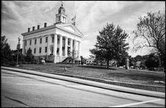 Paoli (icki) Tags: august2019 in indiana paoli southernindiana americanflag blackandwhite courthouse nopeople
