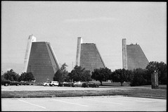 Indianapolis (icki) Tags: august2019 in indiana indianapolis blackandwhite nopeople pyramids