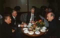 Ingegerd Johansson 80 år i feb 2000 (gustafsson_jan) Tags: gunnelgustafsson lasse pauljohansson ingegerd80år födelsedag födelsedagskalas uppvaktning