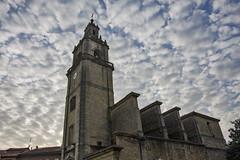 Sobre la iglesia-parroquia de Santa Ana. (eitb.eus) Tags: eitbcom 4894 g1 tiemponaturaleza tiempon2019 fenomenosatmosfericos bizkaia durango imanolaragon