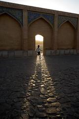 Verso la luce (piper969) Tags: iran people light luce ponte bridge isfahan persia khaju