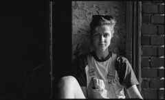 . (Martin Ritter) Tags: leipzig analog analogue analogphotography analoge film filmphotography filmisnotdead filmisalive blackandwhite bw bnw bnwphotography lostplaces lostplacesleipzig girl people portrait diyanalogphotography