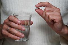 HE0G4333 (Бесплатный фотобанк) Tags: россия москва медицина лекарство таблетка таблетки лекарства стакан вода сводой граненый гранёный