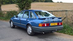 Ford Sierra 2.0 EFi Ghia, Broomehall Road, Surrey Hills, UK. (backto78) Tags: ford sierra 20 efi injection injektion electric fuel blauw blue blau ghia towhook schlepphaken trekhaak ahk tow hook cologne keulen genk grauguss v6 klassiker klassieker classic oldtimer historisches fahrzeug auto car wagen vehicle surrey uk england engeland broomehall road surreyhills rondrit vakantie vacancy leith hill leithhillplace place tower leithhilltower hills english engels landschap coldharbour jayes park guildford woking sunroof moonroof aircon klima airconditioning rs velgen alus aluminium sport autosport