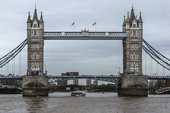 Las dos torres (*Nenuco) Tags: london bridge londres támesis river thames clouds tower torre nikon d5300 nikkor 18105 jesúsmr