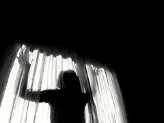 2019-09-17_11-16-04 (seba110378) Tags: huawei p10 monochrome bw blackandwhite blanc black white noir shadow silhouette contrast window curtain dark