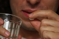 HE0G4330 (Бесплатный фотобанк) Tags: россия москва медицина лекарство таблетка таблетки лекарства стакан вода сводой граненый гранёный