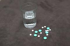 HE0G4309 (Бесплатный фотобанк) Tags: россия москва медицина лекарство таблетка таблетки лекарства стакан вода сводой граненый гранёный