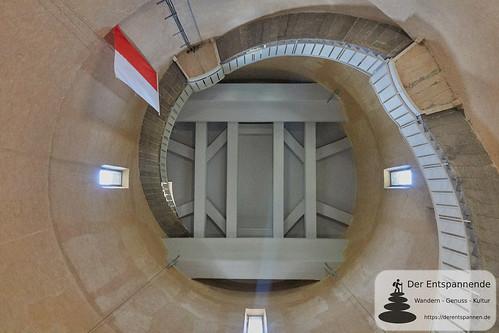 Im Innern vom Bismarckturm Ingelheim: Blick zur Decke
